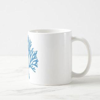 silhouette de corail bleue mug