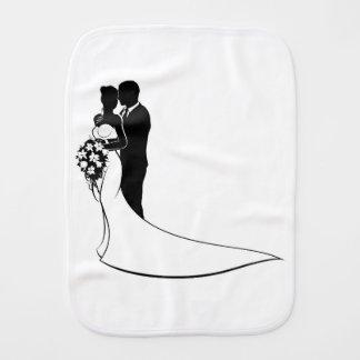 Silhouette de mariage de bouquet de jeunes mariés linges de bébé
