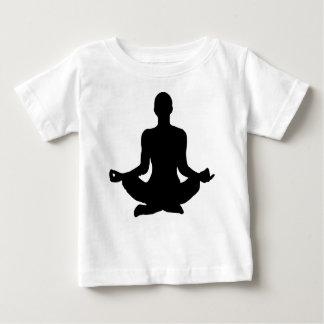 Silhouette de pose de yoga t-shirt pour bébé