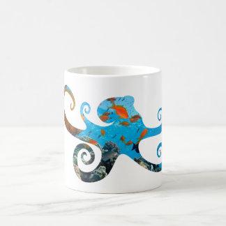 Silhouette de poulpe de vie marine, tasse de café
