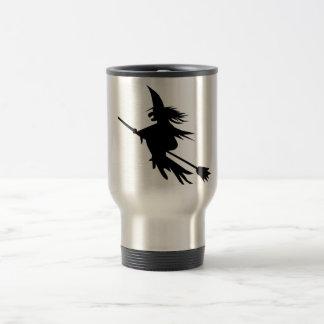 Silhouette de sorcière de manche à balai mug de voyage