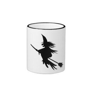 Silhouette de sorcière de manche à balai mug ringer