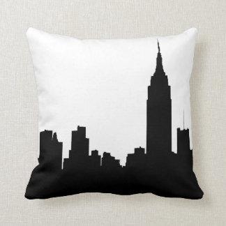 Silhouette d'horizon de NYC, bâtiment #1 d'état Coussin