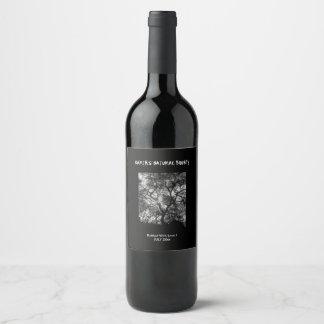Silhouette dramatique d'arbre étiquette pour bouteilles de vin