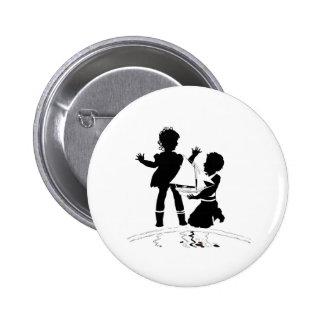 silhouette du bateau de fille et de garçon et badges