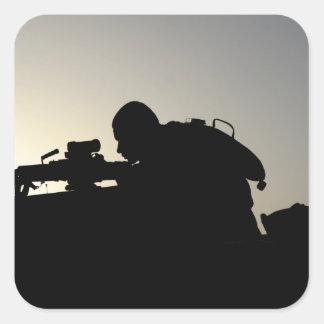 Silhouette d'un artilleur d'arme automatique de sticker carré