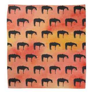 Silhouette occidentale noire de cheval sur bandana