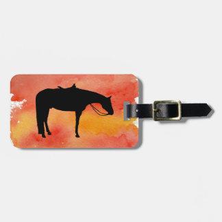 Silhouette occidentale noire de cheval sur étiquette à bagage