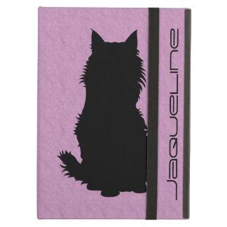 Silhouette pelucheuse de chat sur la lavande molle