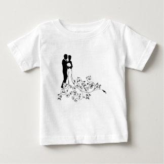 Silhouettes de jeunes mariés de couples de mariage t-shirt pour bébé