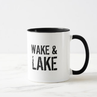 Sillage et tasse de lac