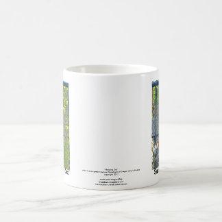 Singe dans l'habitat de zoo mug blanc