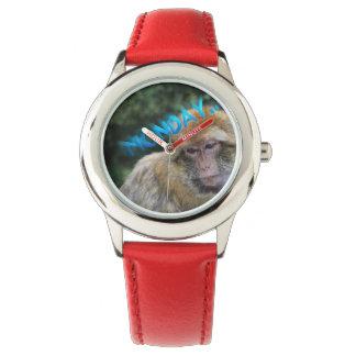 Singe triste au sujet de lundi montres bracelet