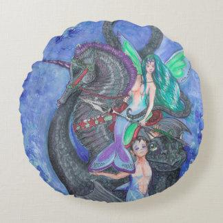 Sirène et triton avec le dragon d'hippocampe et de coussins ronds