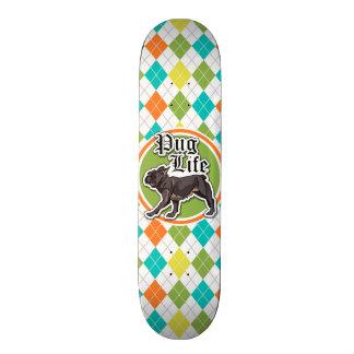 Skateboard Carlin drôle ; Motif à motifs de losanges coloré