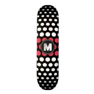 Skateboard Motif de monogramme blanc et de désir de pois