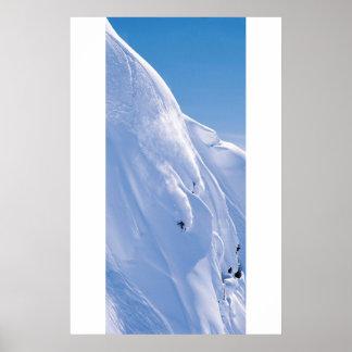 Skieur sur la falaise affiche