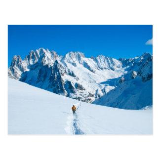 Skieur sur la vue de montagne de Milou Cartes Postales