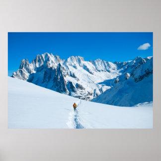 Skieur sur la vue de montagne de Milou Affiche