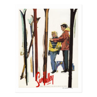 Skis se levant dans la neige à côté de l'affiche carte postale