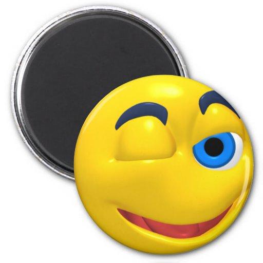 Smiley jaune qui cligne de l'oeil magnet rond 8 cm
