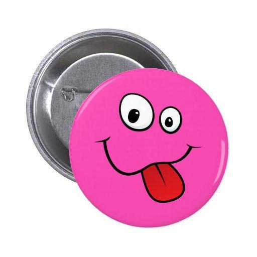 Smiley maladroit drôle collant sa langue, rose pin's