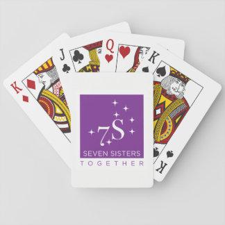 Soeur sept jouant ensemble aux cartes jeux de cartes