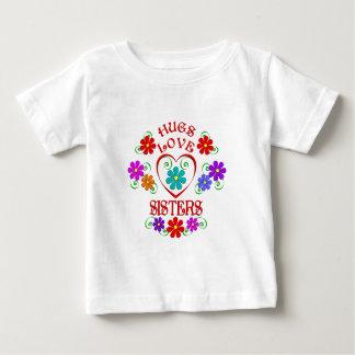 Soeurs d'amour d'étreintes t-shirt pour bébé