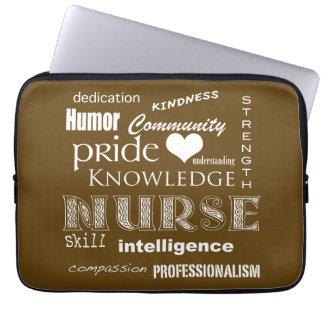 Soignez les Fierté-Attributs/chocolat - brun - 13  Trousse Pour Ordinateur Portable
