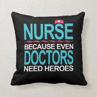 Soignez puisque les médecins ont besoin de héros coussins carrés