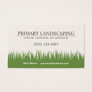 Soin de pelouse aménageant l'herbe en parc de cartes de visite