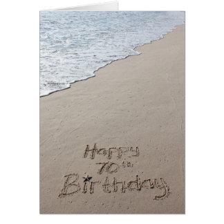 Soixante-dixième sable heureux de plage de carte