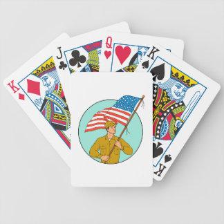 Soldat américain ondulant le dessin de cercle de jeux de cartes
