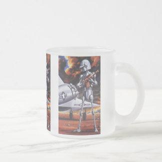 Soldats militaires vintages de robot de la mug en verre givré