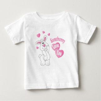 Somebunny vous aime lapin de Pâques T-shirt Pour Bébé