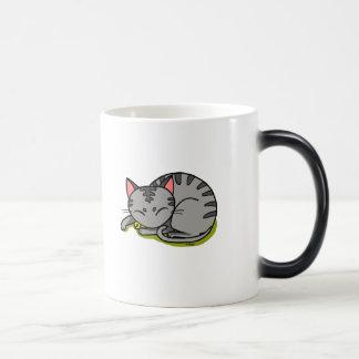 Sommeil gris mignon de chat mug magique