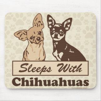 Sommeils avec des chiwawas tapis de souris
