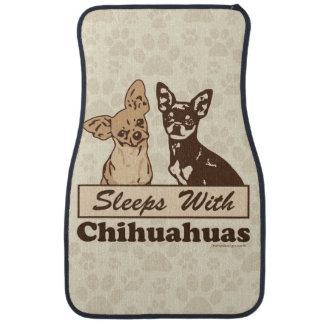 Sommeils avec des chiwawas tapis de voiture