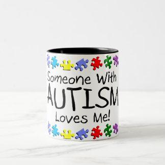 Somone avec l'autisme m'aime (pp) mug bicolore