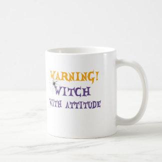 Sorcière avec l'attitude mug