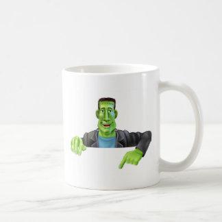 Sorcière de Frankenstein se dirigeant vers le bas Mug