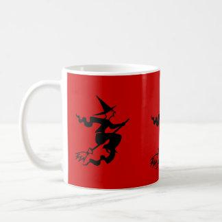 sorcière drôle de Halloween sur le manche à balai Mug Blanc