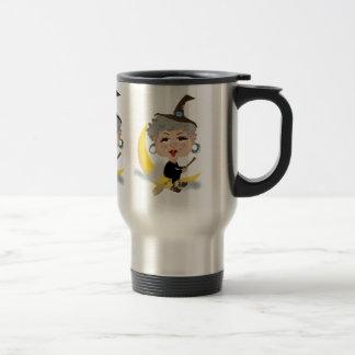 Sorcière sur le manche à balai tasse à café