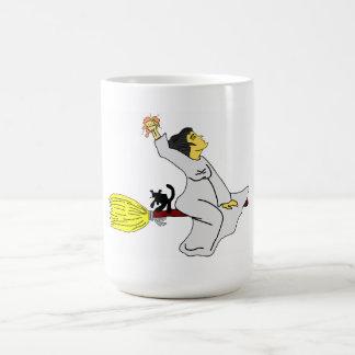 sorcière sur un manche à balai mug
