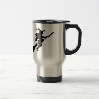 Sorcière sur une silhouette de balai mug de voyage en acier inoxydable