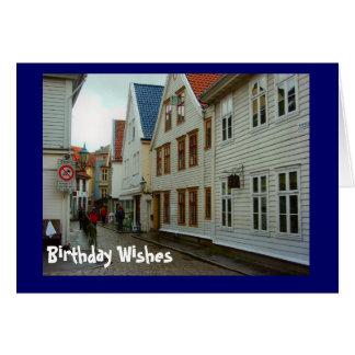 Souhaits d'anniversaire, rue pavée en cailloutis à cartes de vœux