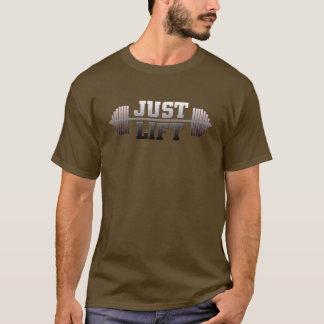 Soulevez juste le T-shirt