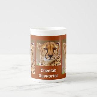 Soupe à visage de grand chat de guépard ou tasse
