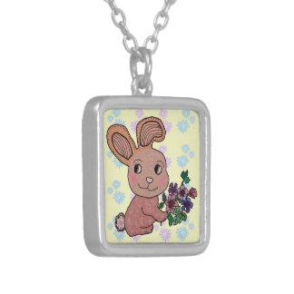 Sourire de lapin pendentif carré