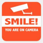 Sourire vous êtes sur l'appareil-photo stickers carrés